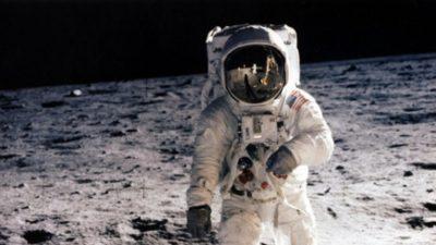 Imágenes De Astronautas En La Luna de frente