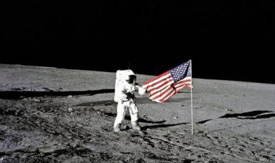 imagenes del hombre en la luna caminando