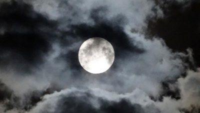 Imágenes De Las Fases De La Luna llena nubes