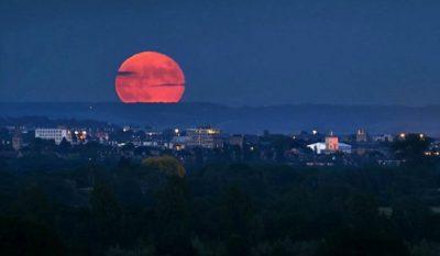 Imágenes De Luna Roja ciudad