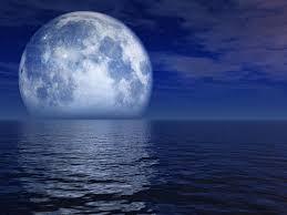fotos de la luna llena  sobre el mar