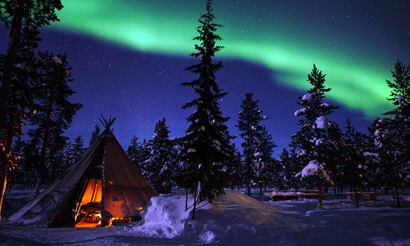 foto de paisaje de noche de invierno con aurora boreal