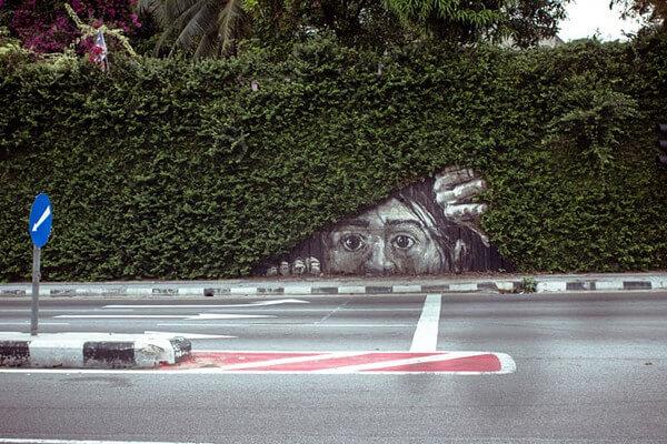 paisaje urbano con plantas y pintura